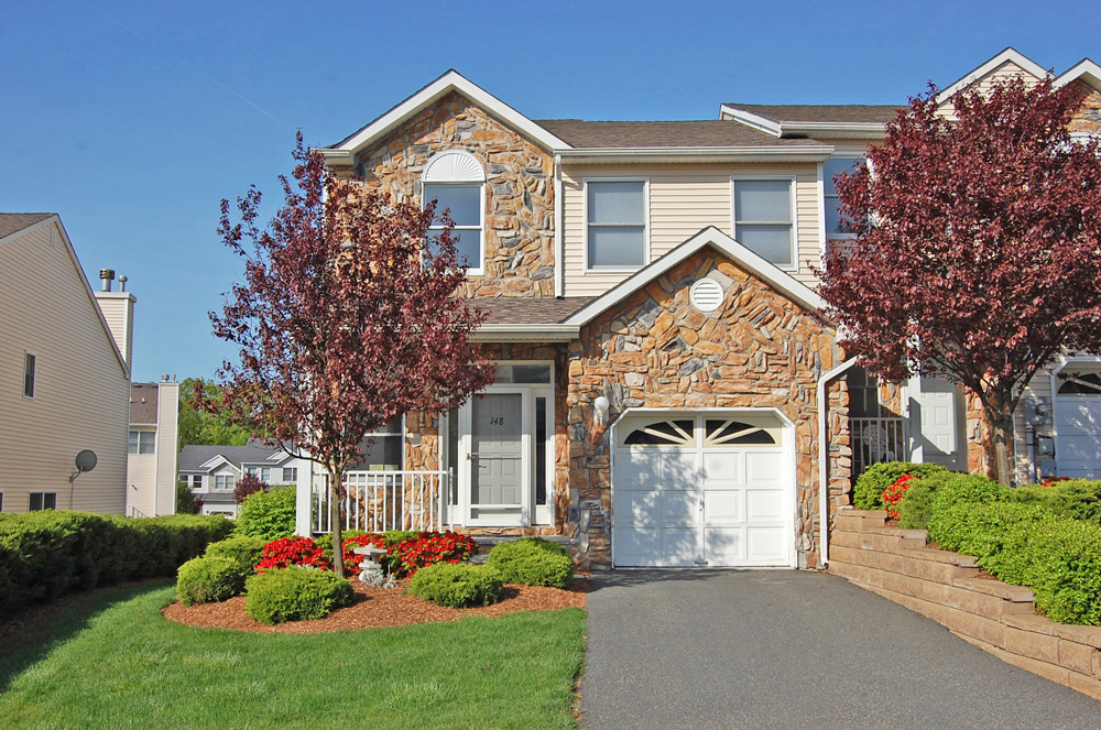 Glenmont Commons Townhome Community